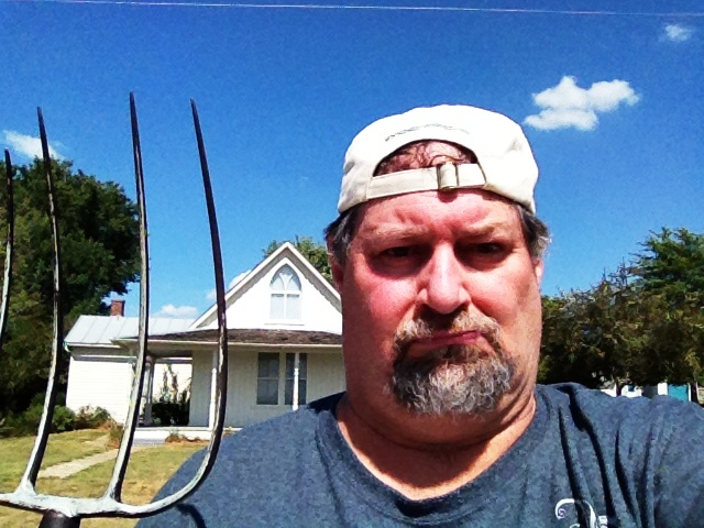 Took a SumoGothic photo in Eldon, Iowa at the house used in the painting American Gothic in September 2013