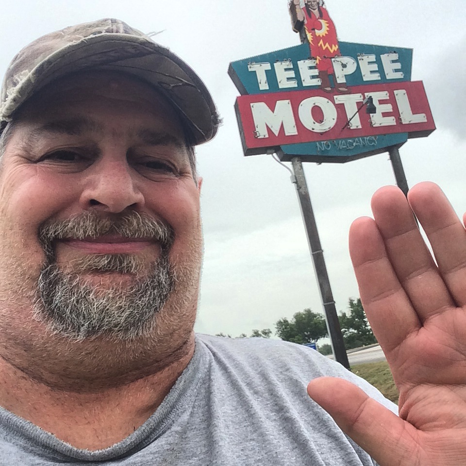 Sumoflam visits the Tee Pee Motel in Wharton, TX in June 2014