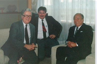 I served as interpreter, guide and host for then British Foreign Minister Sir Geoffrey Howe (L) and Oita's Governor Morihikio Hiramatsu (R) in 1987