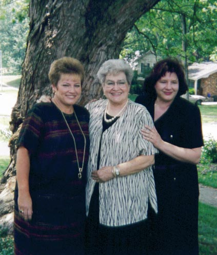Arlene with her daughter Kathy (L) and my wife Julianne (R)